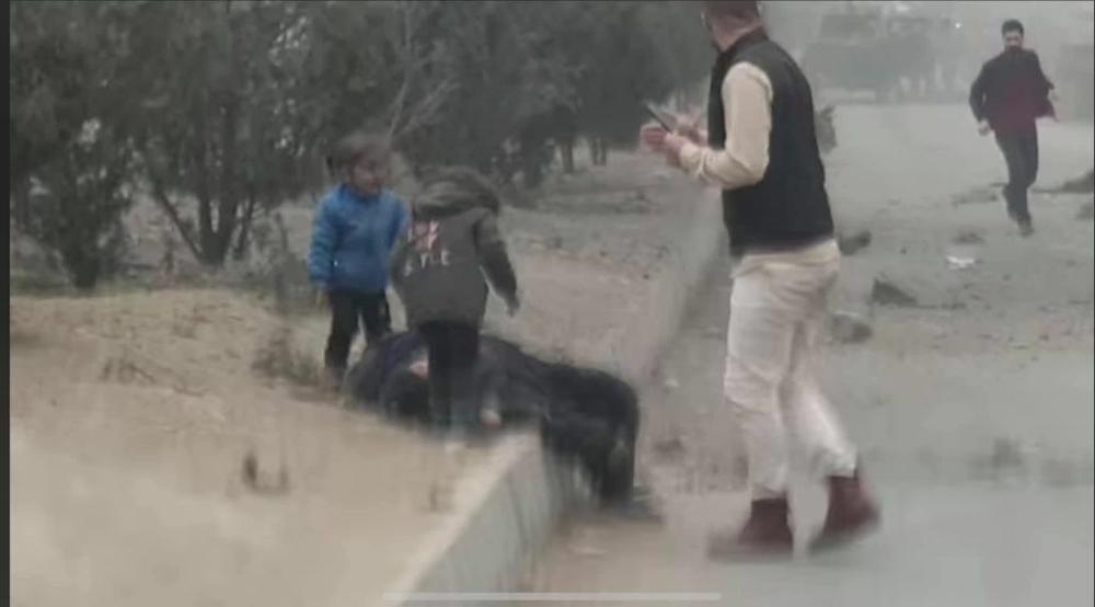 """Αφγανιστάν: Συγκλονίζουν οι κραυγές των δύο μικρών κοριτσιών """"Μαμά σήκω…"""""""