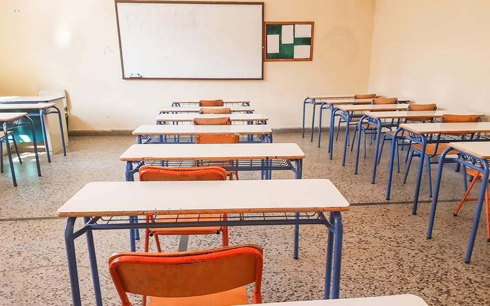 Κλείσιμο των σχολείων τώρα προτείνει ο πρόεδρος του Πανελλήνιου Ιατρικού Συλλόγου κ. Εξαδάκτυλος