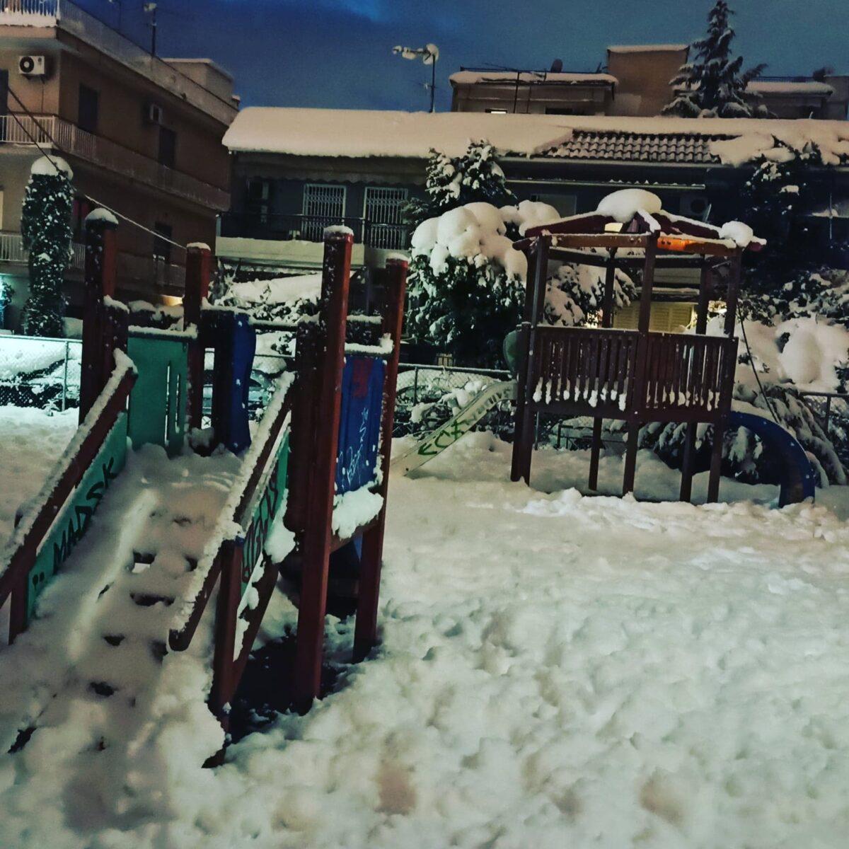 """""""Το χιόνι που έπεσε στην Αττική μου θύμισε ανέμελα χρόνια με χιονοπόλεμο και πραγματικά κλειστά σχολεία"""""""