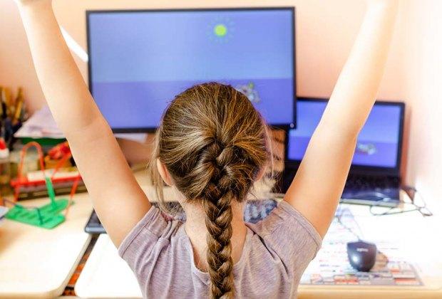 """Υπ. Παιδείας: """"Έχουν μοιραστεί tablets και laptop στους μαθητές και η τηλεκπαίδευση υλοποιείται καθολικά"""""""