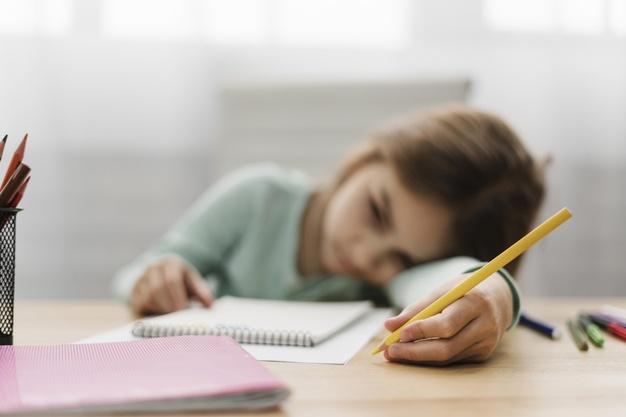 Έχουμε χάσει έναν χρόνο από τη ζωή μας να τσακωνόμαστε με τα παιδιά μας για τα μαθήματα του σχολείου –Αρκετά!
