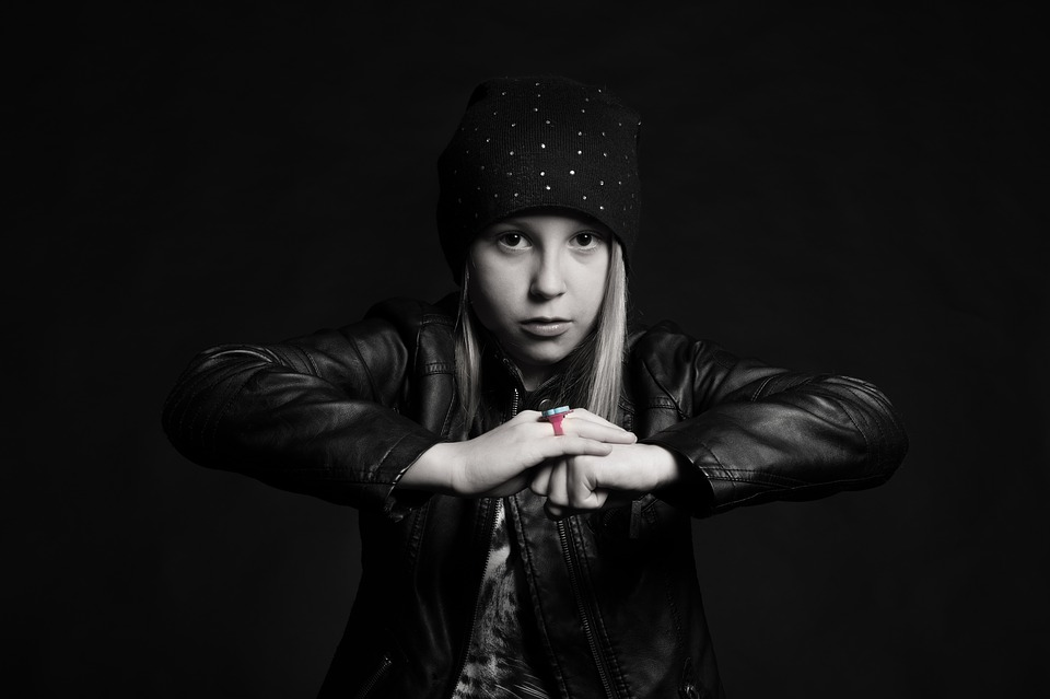 Ένα παιδί στην εφηβεία βρίσκεται σε πόλεμο και τα όπλα του είναι η αγάπη και η κατανόησή μας
