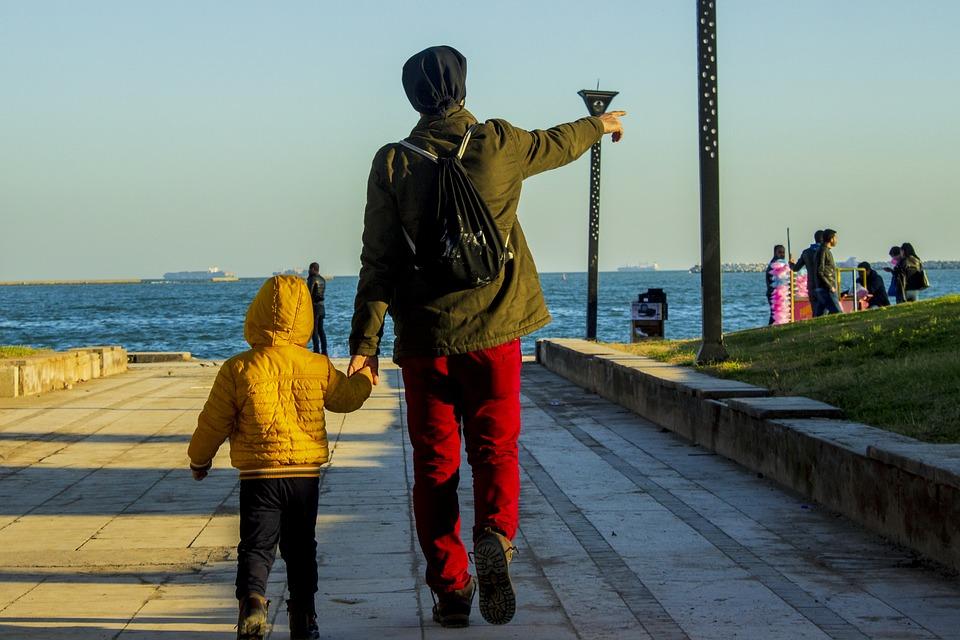 Πώς θα μεγαλώσουμε ανθεκτικά παιδιά στην πανδημία: Οι πολύτιμες συμβουλές του παιδοψυχίατρου
