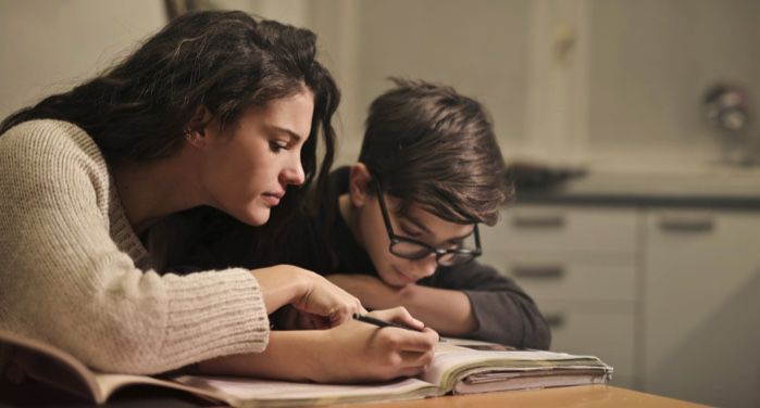 Ζητά συγγνώμη η φιλόλογος για την αποπλάνηση του 13χρονου μαθητή της – Η ανακοίνωση του δικηγόρου της