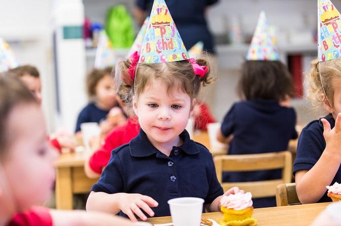 Γονείς, ας σταματήσουμε τα γλυκά κεράσματα στα σχολεία και το πιο αθώο εμπερικλείει κινδύνους
