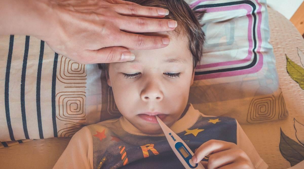"O παιδίατρος προειδοποιεί: ""Έχουμε πολλές εμπύρετες λοιμώξεις – Τι θα γίνει με το τεστ κορωνοϊού σε αυτά τα παιδιά;"""