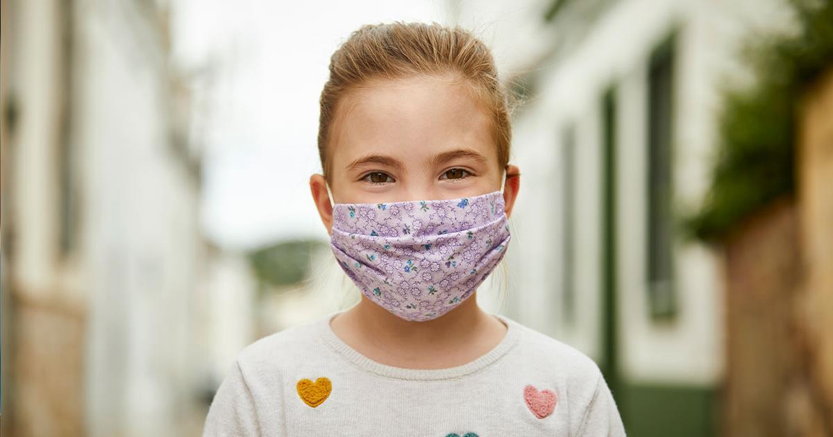 """Λινού: """"Η χρήση διπλής μάσκας αφορά και τα παιδιά – Προστατεύει από τη μετάλλαξη του ιού"""""""