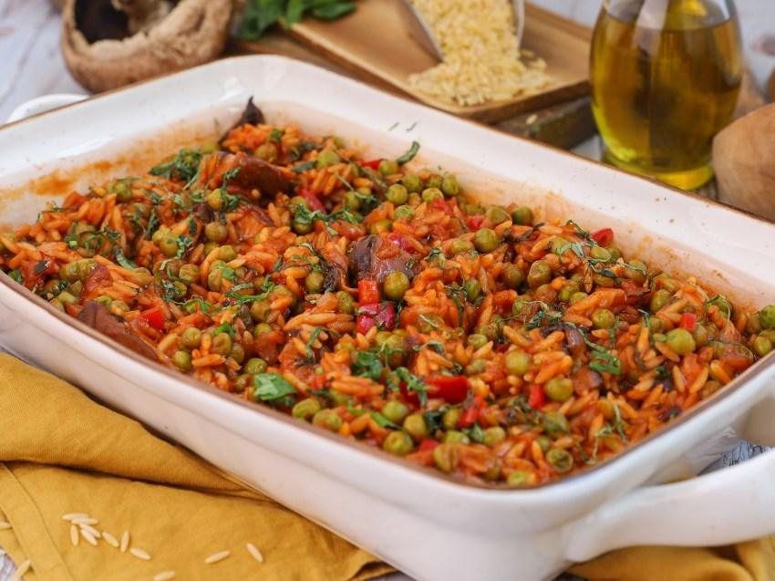 Κριθαράκι με αρακά και λαχανικά: Το γιουβέτσι της Νηστείας