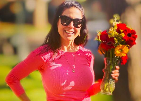 Απέβαλαν τα 3 παιδιά της από το σχολείο λόγω του προκλητικού λογαριασμού της στο Instagram