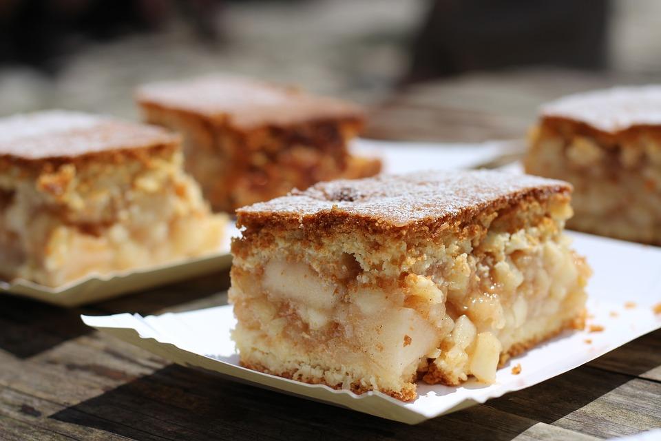 Κέικ με χαλβά και μήλο