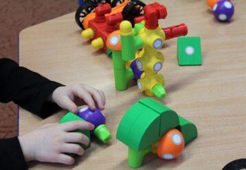 Γιατί έχει καθυστερήσει τόσο πολύ να ανοίξει η πλατφόρμα για τα voucher για τους παιδικούς σταθμούς ΕΣΠΑ;