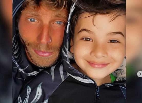"""""""Μπαμπάδες! Φωτίζεται το πρόσωπό σας όταν βλέπετε το παιδί σας το πρωί;"""": Το μήνυμα του Γ. Μανίκα για τα γενέθλια του γιου του"""
