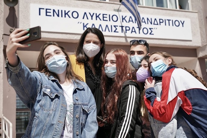 Η Νίκη Κεραμέως σε περιοδεία σε Λύκεια της Αττικής – Όσα συζήτησε με τους μαθητές