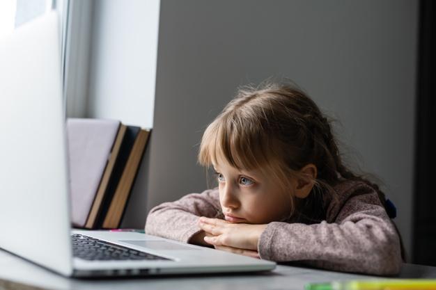 """Οι δάσκαλοι προειδοποιούν: """"Η τηλεκπαίδευση δημιουργεί μαθησιακά κενά που θα αποκαλυφθούν με το άνοιγμα των σχολείων"""""""