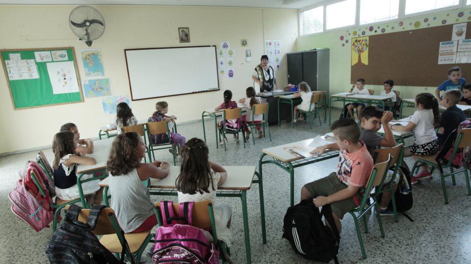 Παράταση σχολικής χρονιάς: Μέχρι πότε θα γίνονται μαθήματα – Θα γίνουν προαγωγικές;