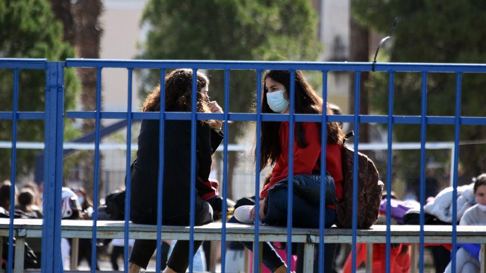 ΟΙΕΛΕ: Η αναβολή των προαγωγικών ανοίγει τον δρόμο για άριστα απολυτήρια από ιδιωτικά σχολεία