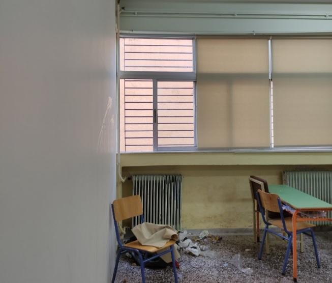 """Γονείς καταγγέλουν: """"Βανδάλισαν το Γυμνάσιο Νέας Πεντέλης. Πέταξαν αυγά και σκουπίδια μέσα στις τάξεις"""" (φωτό)"""