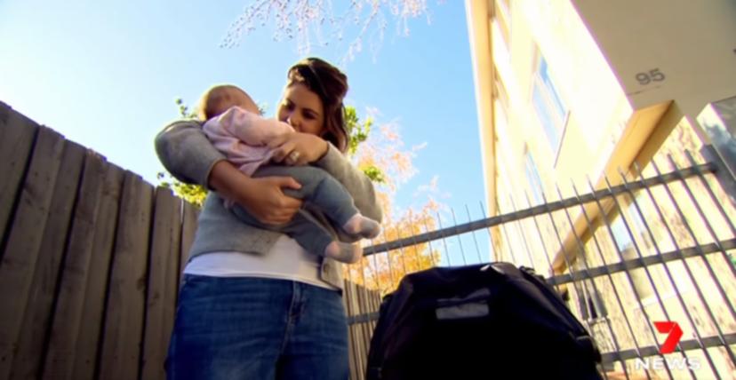 Εγκυμοσύνη-«θαύμα»: Γέννησε ενώ της είχαν αφαιρέσει τη μήτρα λόγω καρκίνου του εντέρου
