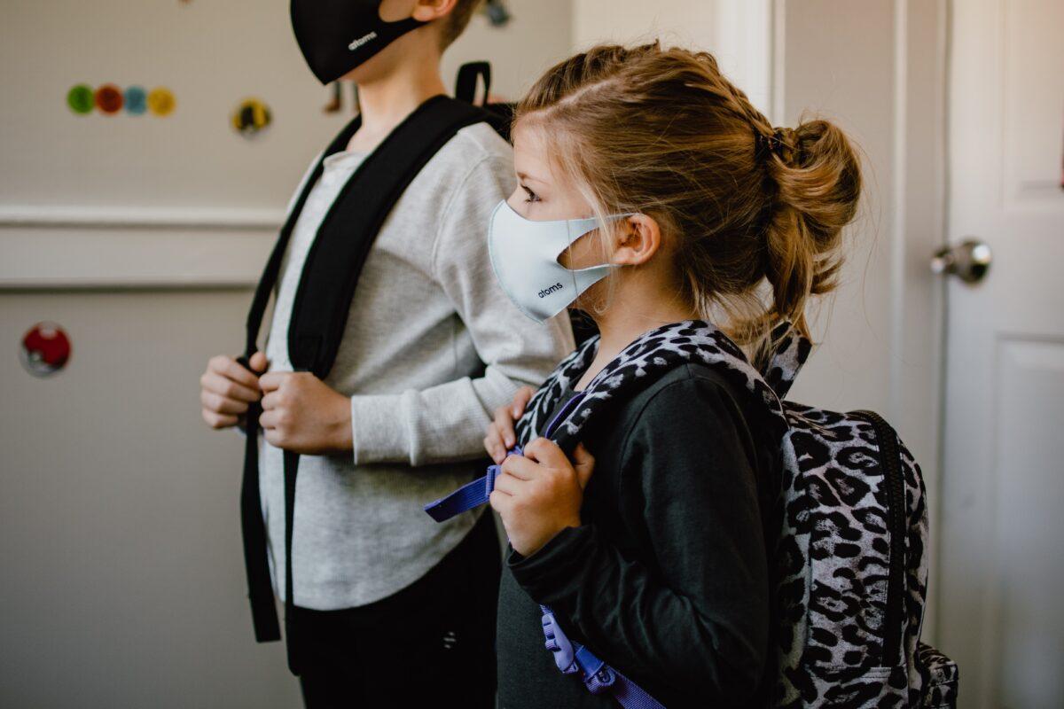 """Υπ. Παιδείας & Υγείας: Σχέδιο """"Διπλή Ασπίδα"""" για την επιστοφή των μαθητών με εμβόλια και self-test για τη νέα σχολική χρονιά"""