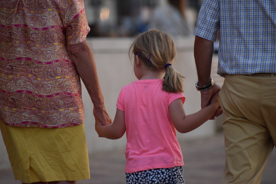 Ανατροπή με το Επίδομα Παιδιού: Ποιοι άλλοι το δικαιούνται εκτός από τους γονείς