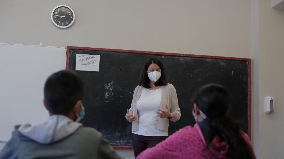 Κεραμέως: «Σχολεία ανοιχτά με μέτρα προστασίας και πρόληψης» – Επισκέφθηκε σχολεία της Χαλκίδας