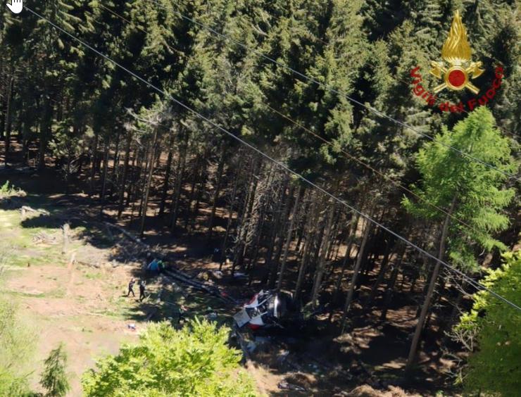 Ιταλία: Καμπίνα τελεφερίκ έπεσε στο κενό – Πολλοί οι νεκροί, εξέπνευσε το παιδί