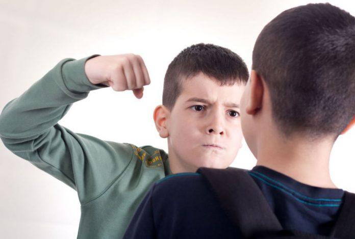 """""""10χρονος ρίχνει κλωτσιές και μπουνιές σε συμμαθητές τους"""" – Η καταγγελία για bullying σε σχολείο της Ρόδου"""