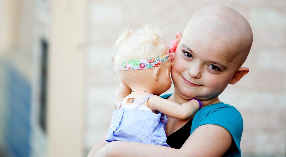 """""""Είναι πανέμορφα τα καραφλά μας κεφαλάκια"""": Το δυνατό μήνυμα που στέλνουν τα παιδιά με καρκίνο"""
