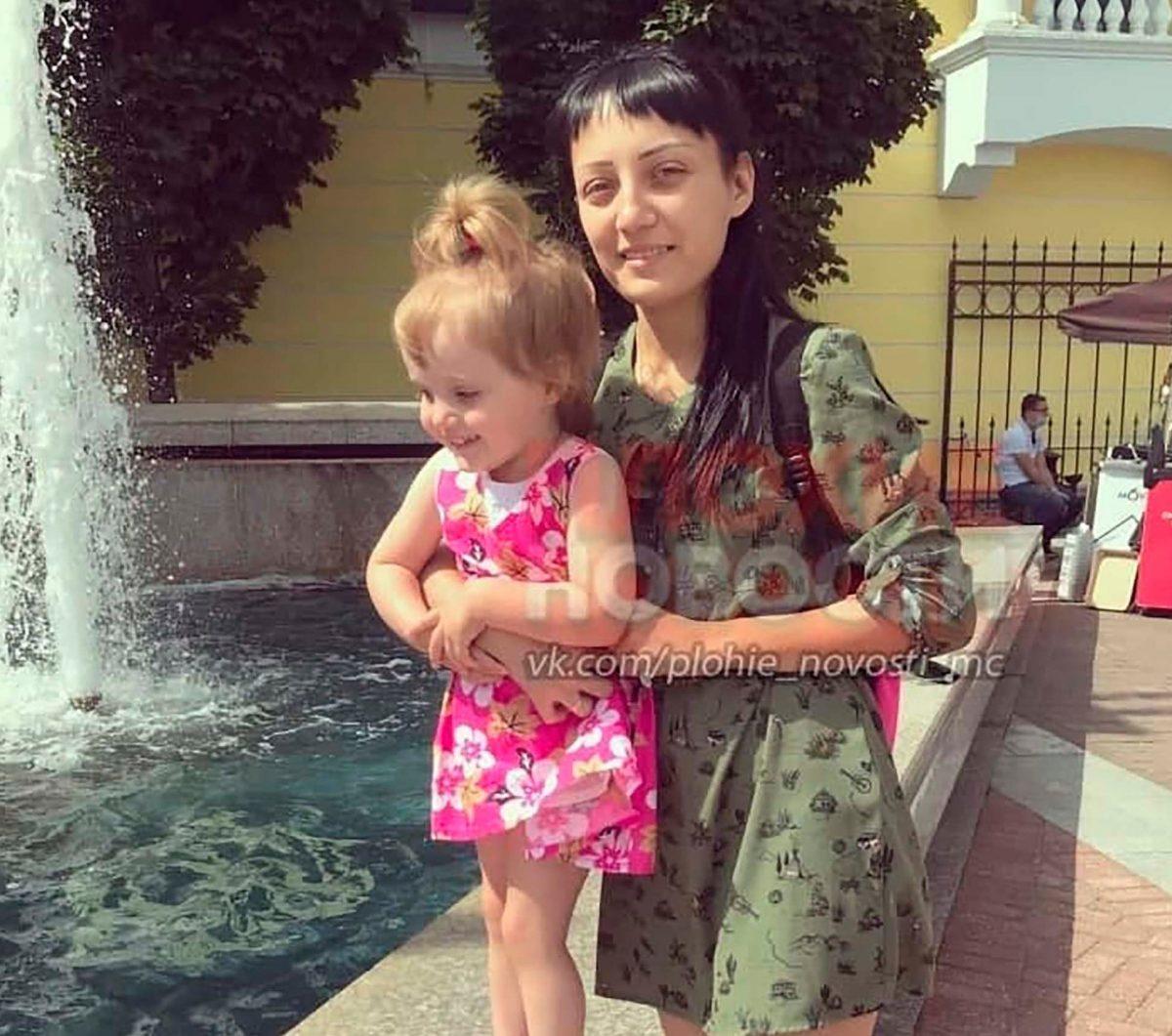 Απόλυτη φρίκη: Κρέμασε και ταρακουνούσε την 3χρονη κόρη της έξω από μπαλκόνι μέχρι που της έφυγε από τα χέρια