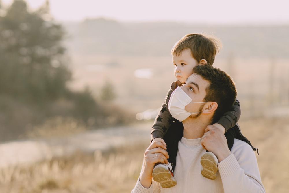 Κορονοϊός: Οι εμβολιασμένοι ενήλικες προστατεύουν τα ανεμβολίαστα παιδιά