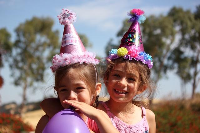 Τα παιδικά πάρτι γενεθλίων βοηθούν στην εξάπλωση του κορονοϊού, λέει νέα έρευνα