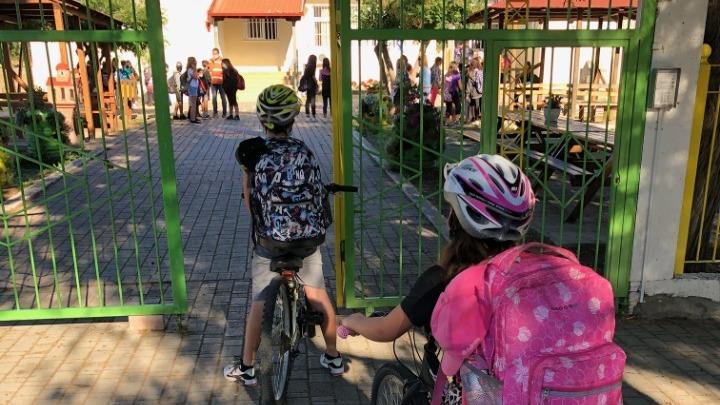 Σε αυτό το ελληνικό δημόσιο σχολείο ΟΛΑ τα παιδιά πάνε με το ποδήλατο -και επιβραβεύονται όπως τους αξίζει!
