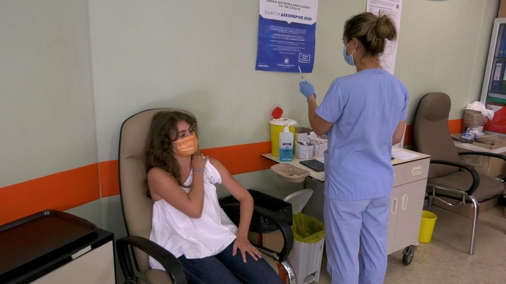 Το μήνυμα της 15χρονης Άρτεμις που εμβολιάστηκε πρώτη για τον κορωνοϊό στην Λάρισα 2
