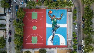 Τα γήπεδα μπάσκετ των Σεπολίων μεταμορφώνονται προς τιμήν του Γιάννη Αντετοκούνμπο