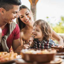 """""""Επιχείρηση Ελευθερία"""": Πώς θα βγαίνουμε στο εξής για φαγητό με τα παιδιά μας και άλλες 19 απαντήσεις της κυβέρνησης"""