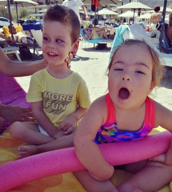 Δημήτρης & Στέλλα: Η μεγαλύτερη απόδειξη ότι τα παιδιά ΑμεΑ είναι πανέξυπνα, χαρισματικά και αληθινά ευτυχισμένα!