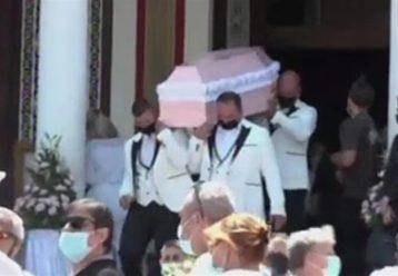 """Με ροζ φέρετρο και μπαλόνια αποχαιρέτισαν την 7χρονη Παναγιώτα που """"έσβησε"""" στην άσφαλτο"""