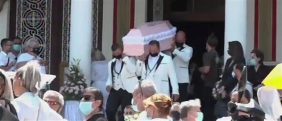 """Με ροζ φέρετρο και μπαλόνια αποχαιρέτισαν την 7χρονη Παναγιώτα που """"έσβησε"""" στην άσφαλτο (video)"""