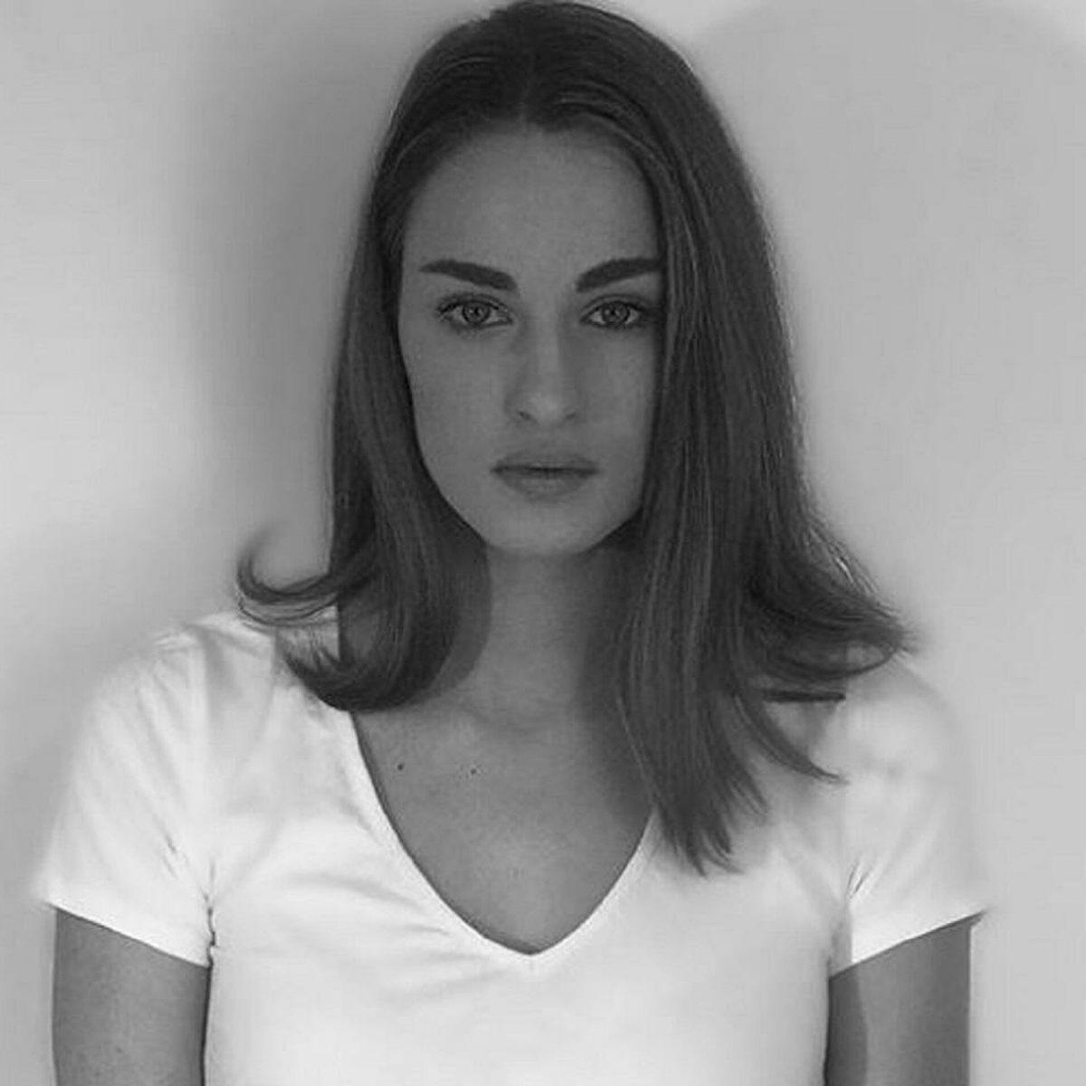Τελευταίο αντίο στον Τόλη Βοσκόπουλο - Συντετριμμένη η κόρη του Μαρία αποχαιρετά τον μπαμπά της