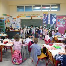 O παιδίατρος προειδοποιεί: Τα κρούσματα στις κατασκηνώσεις δείχνουν τι μπορεί να συμβεί στα σχολεία