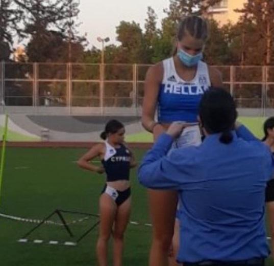 """Η πρωτότοκη κόρη της Ελένης Πετρουλάκη και του Ίλια Ίβιτς είναι αθλήτρια του στίβου και """"σαρώνει"""" τα μετάλλια"""