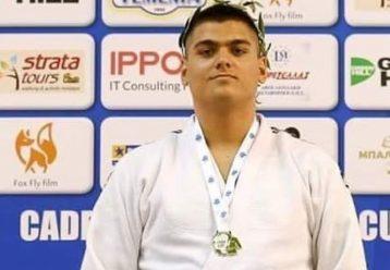 Ο Άρης Λεωνίδης, πρωταθλητής και μέλος της εθνικής ομάδας τζούντο χρειάζεται τη βοήθειά μας για να χειρουργηθεί