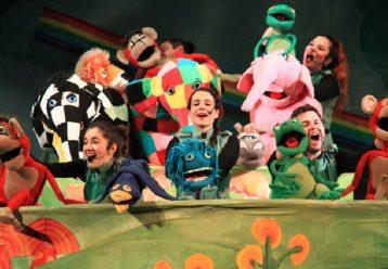 "H επίσημη θεατρική παράσταση του ""Έλμερ του Παρδαλού Ελέφαντα"" περιοδεύει στην Ελλάδα"