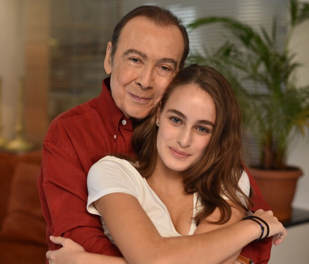 Η Μαρία Βοσκοπούλου αποχαιρετά τον μπαμπά της Τόλη με μια συγκινητική φωτογραφία από τα παιδικά της χρόνια