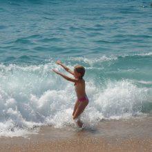 Κρήτη: Περιπέτεια στη θάλασσα για μπαμπά με τις 2 κόρες του - Τους παρέσυραν τα κύματα