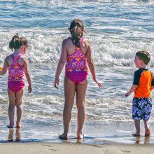 Καύσωνας: Ανοίγουν δωρεάν οι οργανωμένες παραλίες - Δείτε πού να πάτε για μπάνιο με τα παιδιά