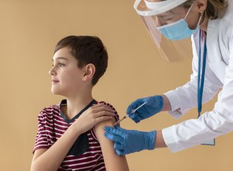 Ανοίγει σήμερα η πλατφόρμα για τον εμβολιασμό άνω των 12 ετών - Πώς θα γίνεται η διαδικασία