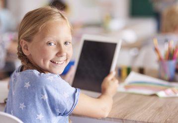 «Ψηφιακή Μέριμνα»: Αυξάνονται οι δικαιούχοι - Δείτε πώς μπορείτε να πάρετε δωρεάν laptop/ tablet για τα παιδιά σας