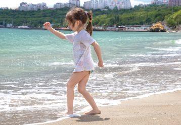 «Ήταν στα ρηχά το παιδάκι όταν…»: Mαρτυρία για την 6χρονη που πνίγηκε στην παραλία της Αυλίδας