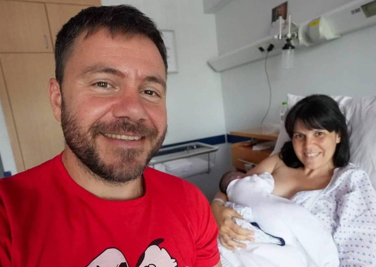 Ευτύχης Μπλέτσας - Ηλέκτρα Αστέρη: Eξιτήριο από το μαιευτήριο - Στο σπίτι με τη νεογέννητη κορούλα τους (φωτό)